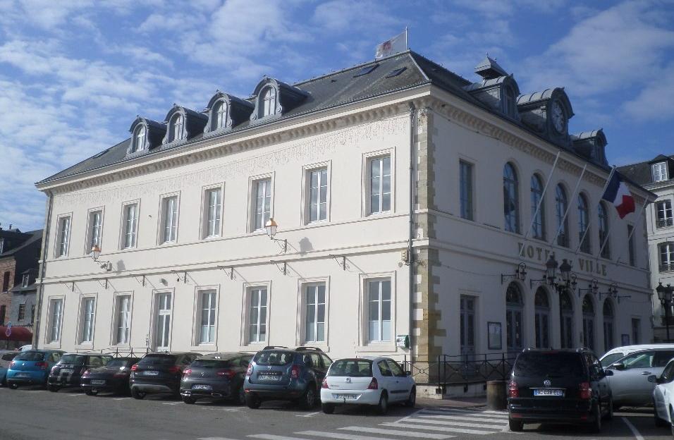 honfleur-hotel-de-ville-back-may19