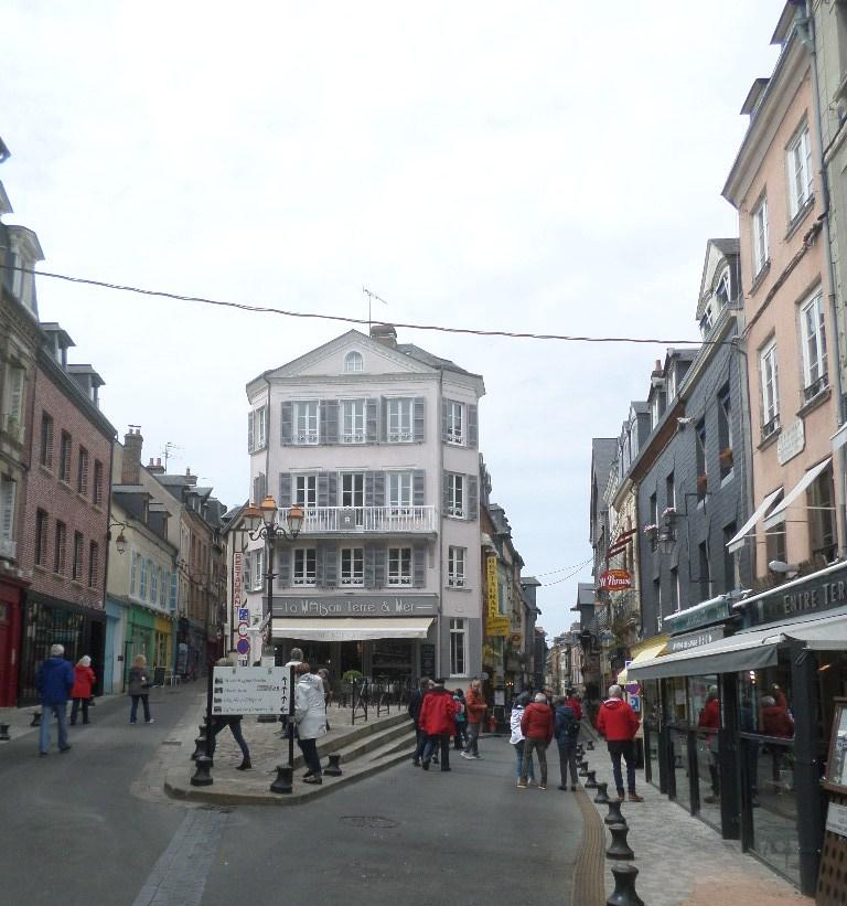 honfleur-rue-haute-may18