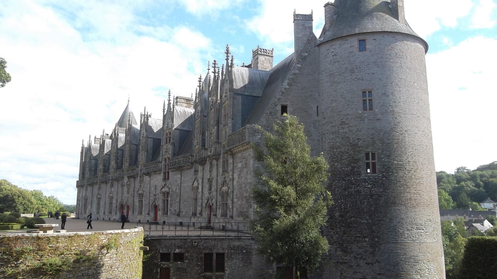 josselin-castle-rohan-alongside-river-oust-aug12
