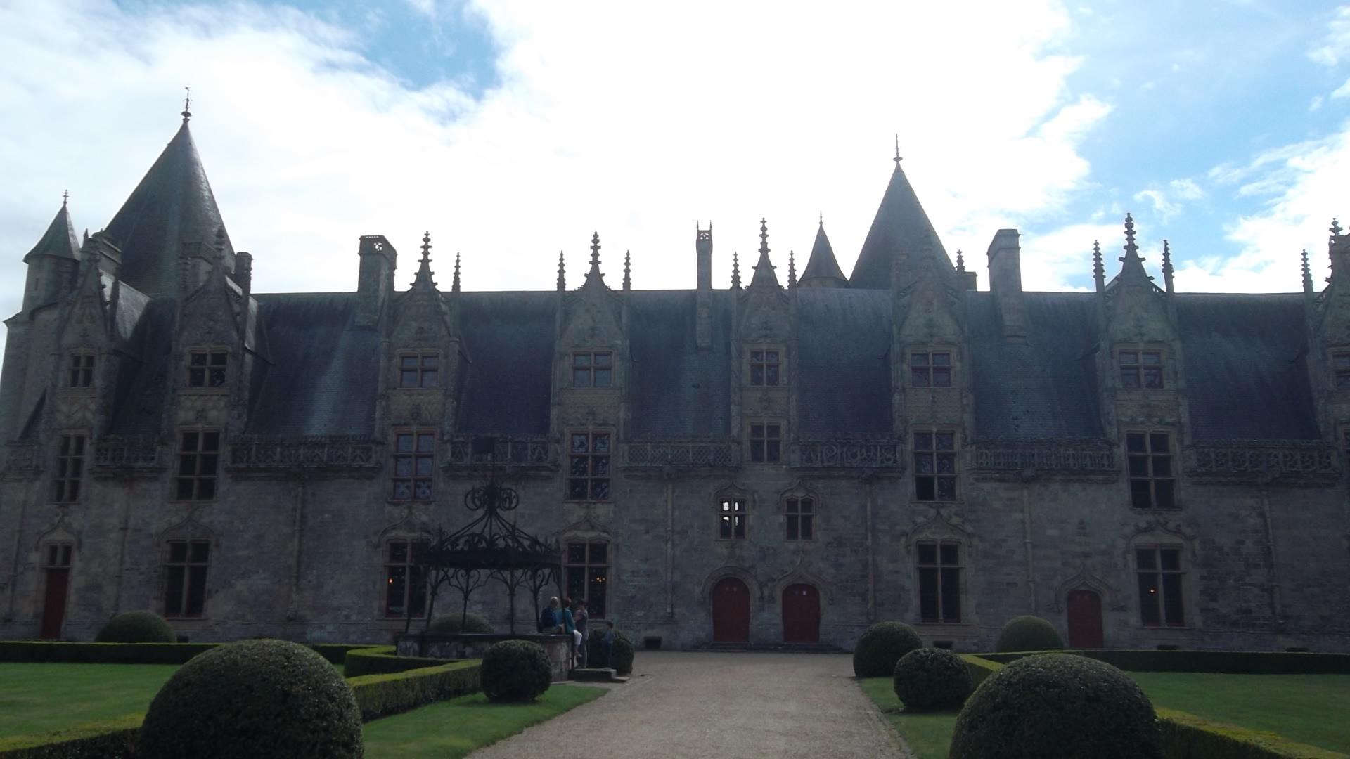 josselin-castle-rohan-inside-ent-aug12