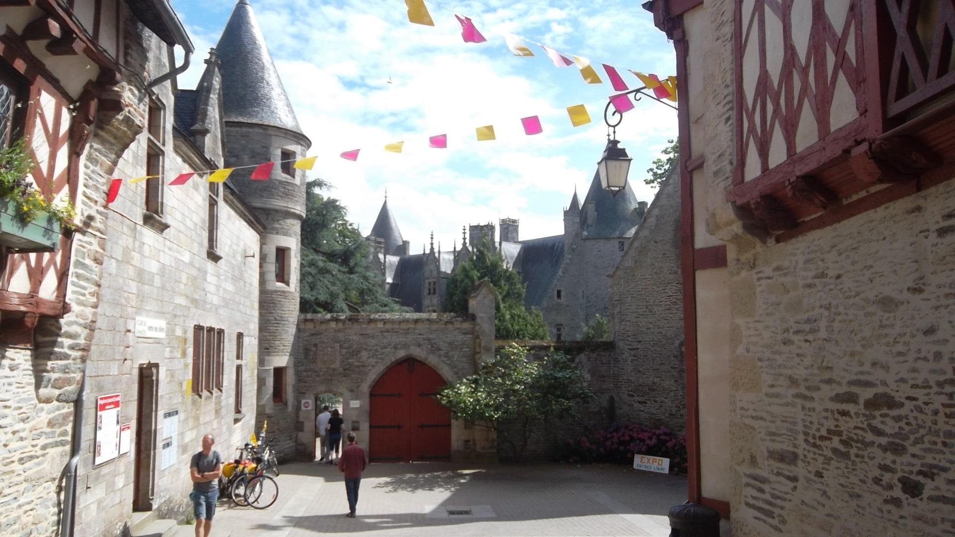 josselin-castle-rohan-main-ent-aug12