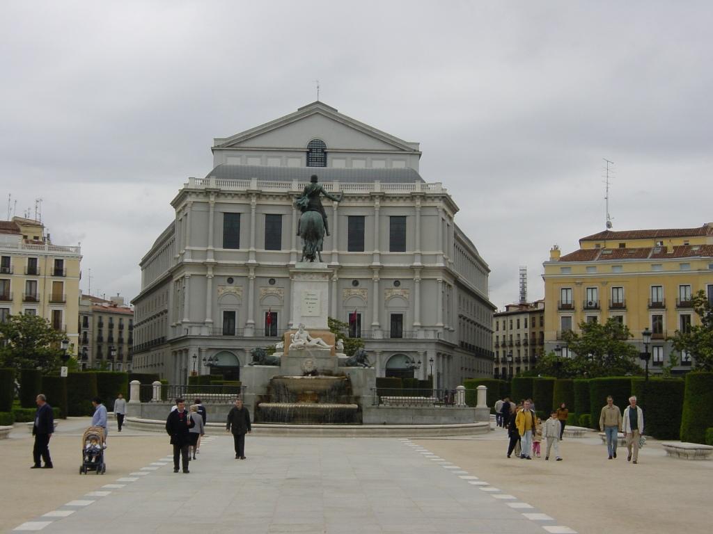 madrid-plaza-de-oriente-teatro-real
