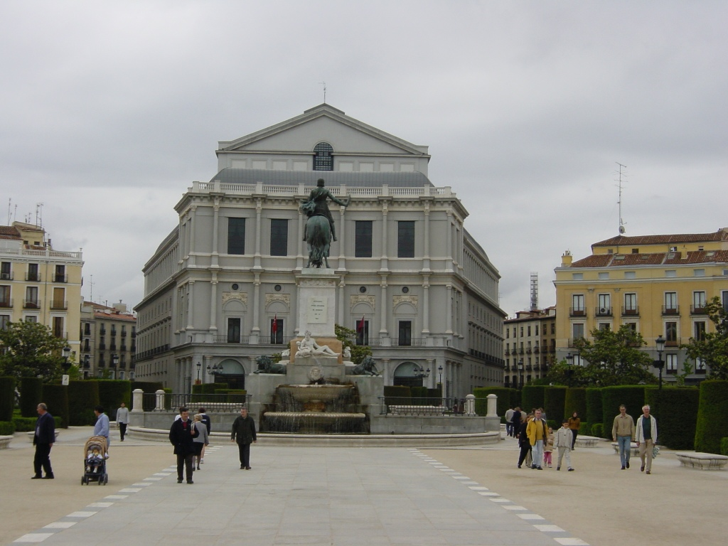 madrid-plaza-de-oriente-teatro-real