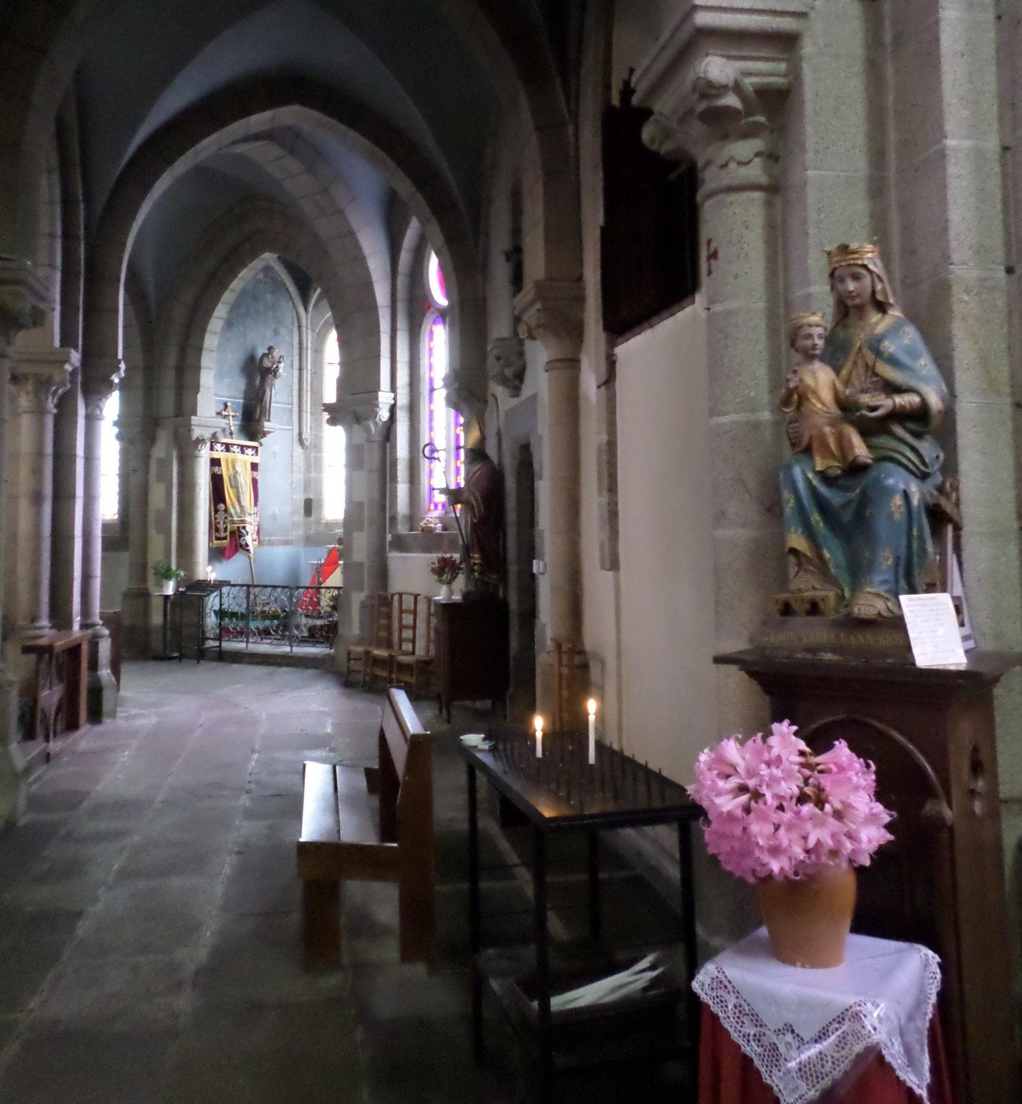 moelan-sur-mer-eg-st-melaine-chapel-back-of-altar-aug14