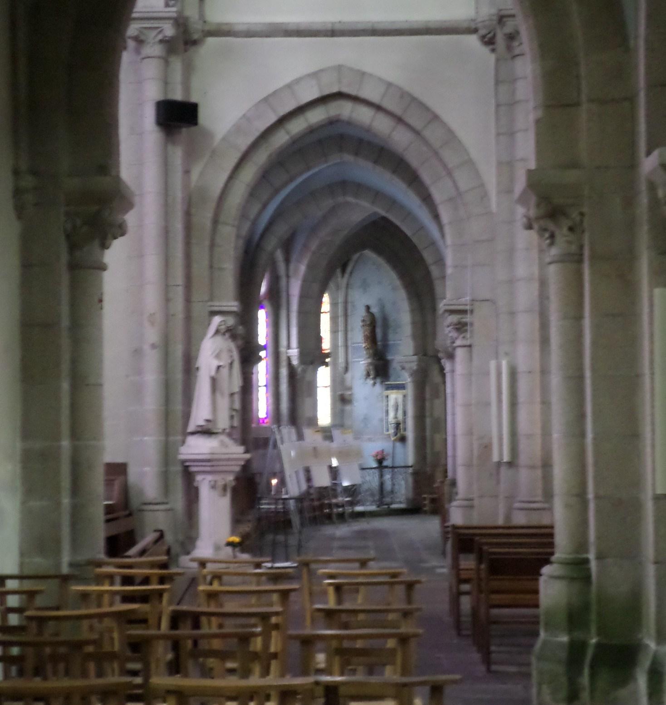 moelan-sur-mer-eg-st-melaine-chapel-left-altar-aug14