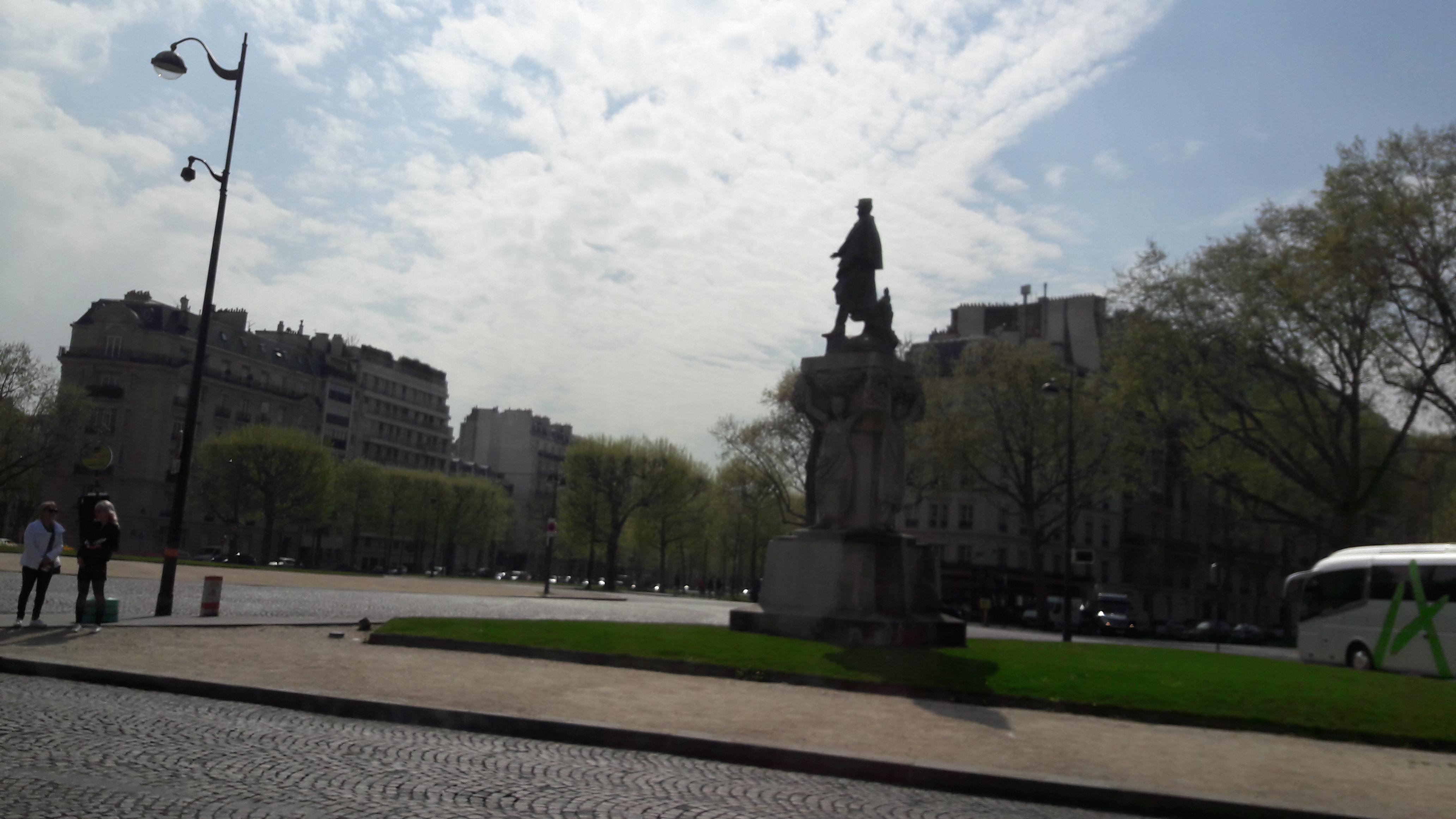 paris-ecole-militaire-statue-lyautey-apr17
