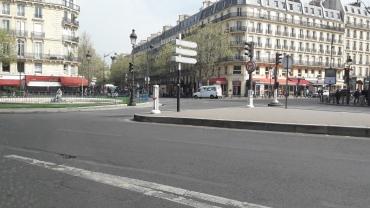 paris-passing-bus-82-apr17