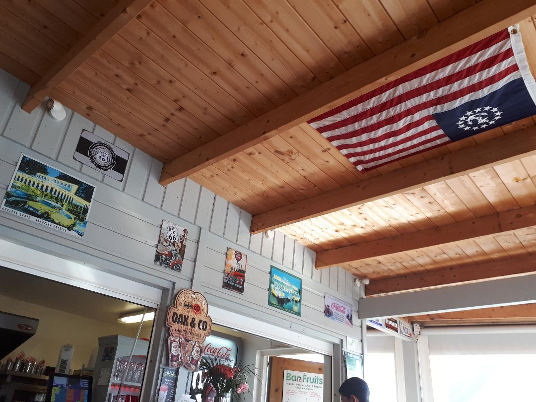 plouhinec-american-snacks-lunch-dining-room-us-flag-oct18