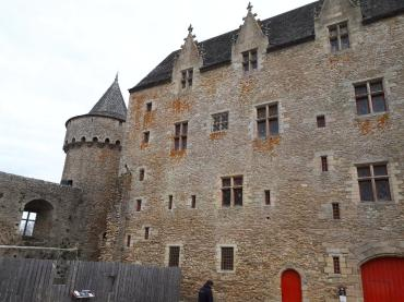 sus-castle-cour-interieur-building-logis-nov18
