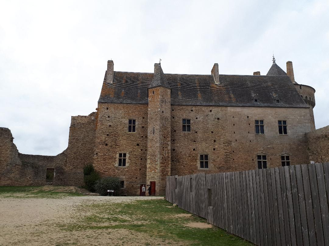 sus-castle-cour-interieur-buildings-main-nov18