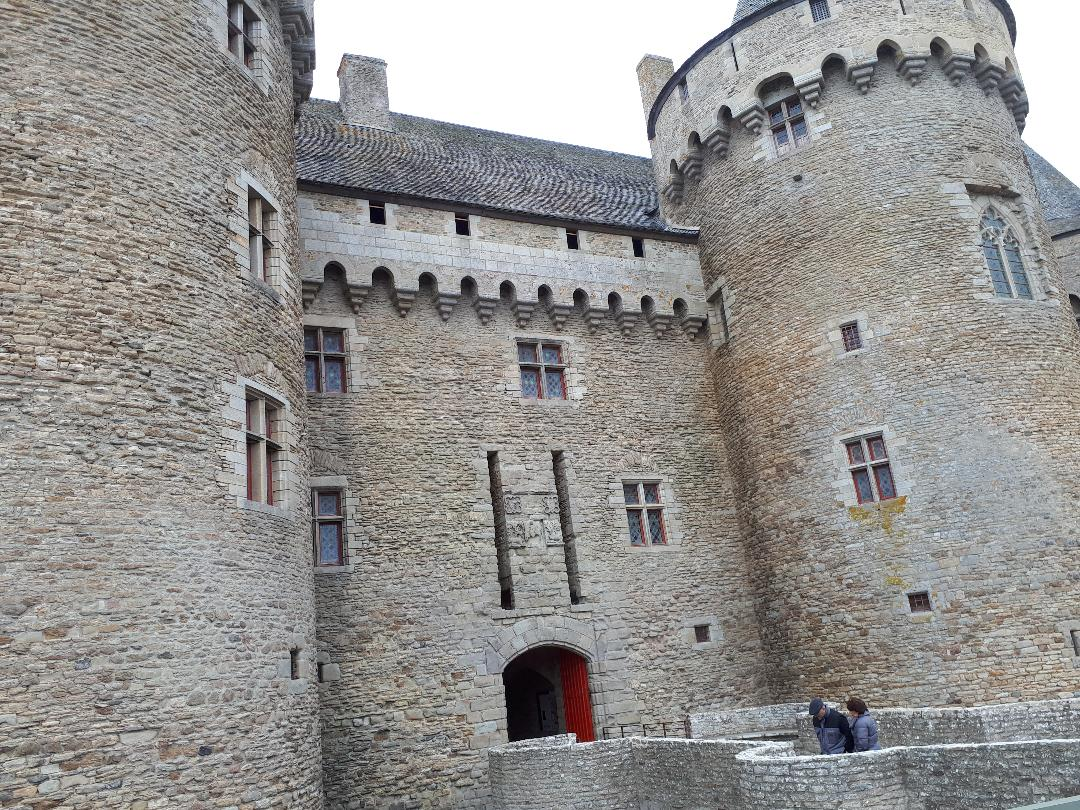 sus-castle-front-facade-entrance-nov18