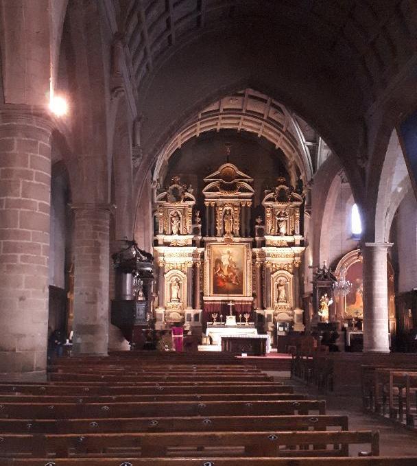 auray-ch-st-gildas-nave-to-altar-dec19