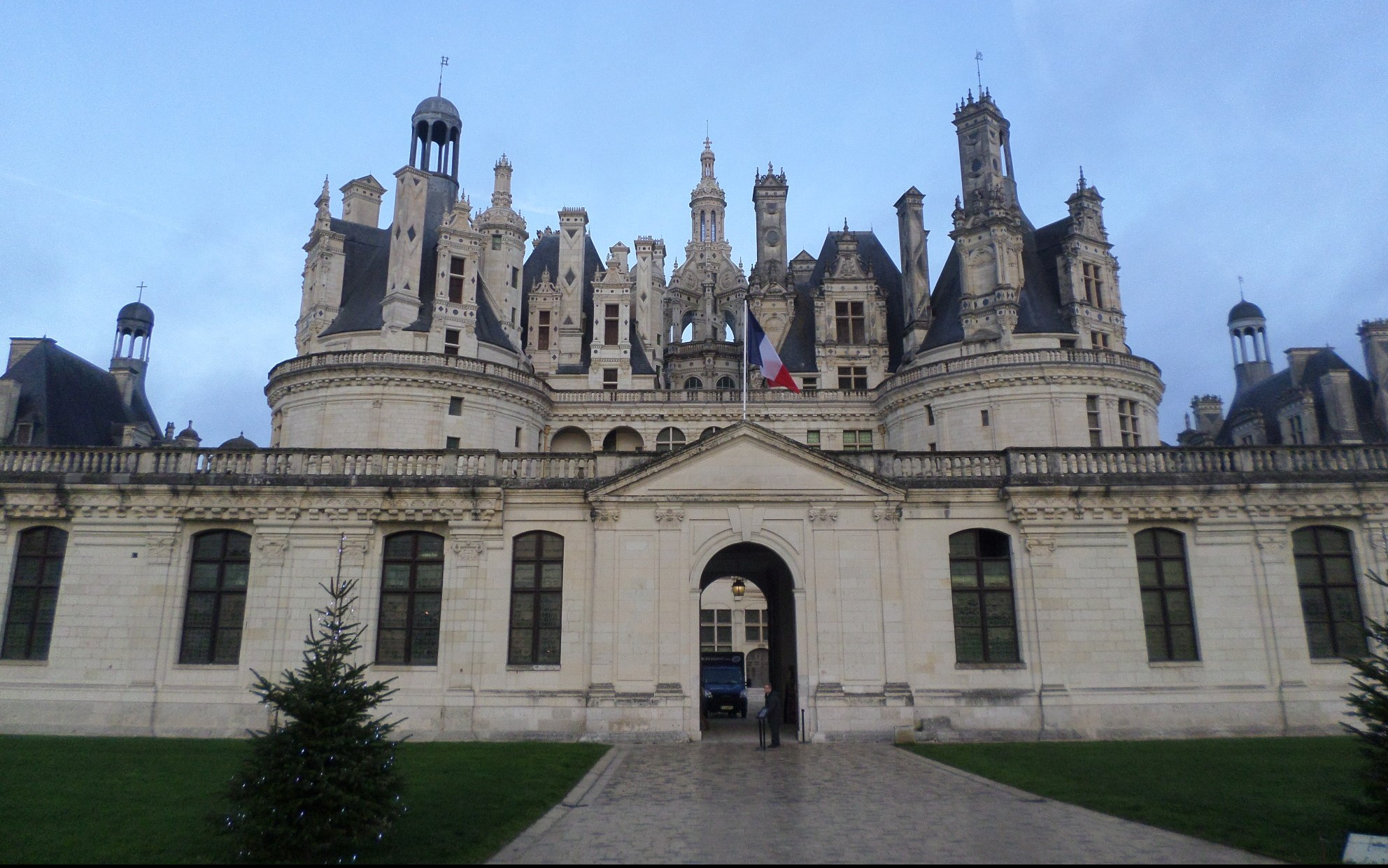 chambord-castle-main-ent-dec15