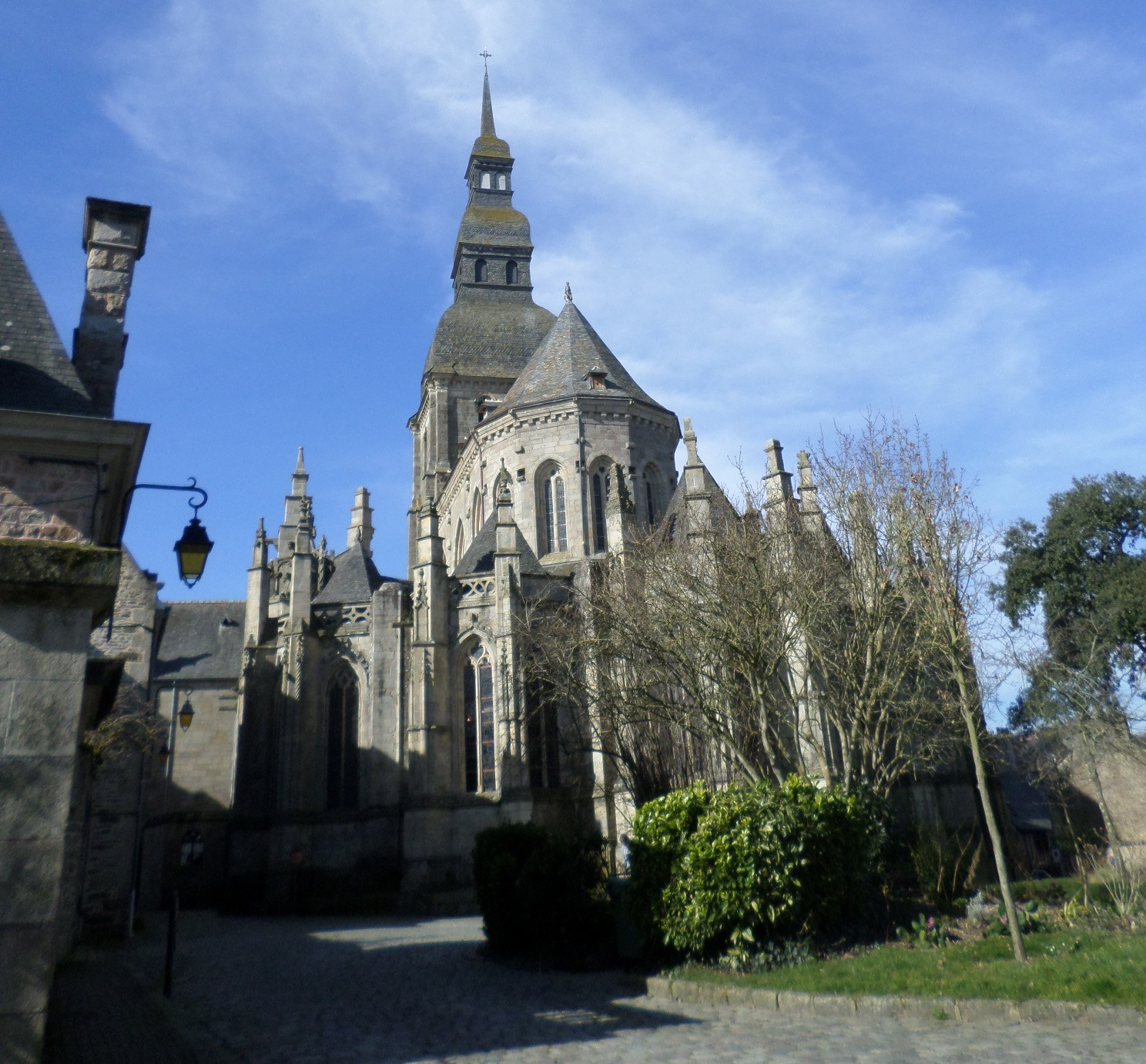 dinan-ch-saint-sauveur-back-mar15