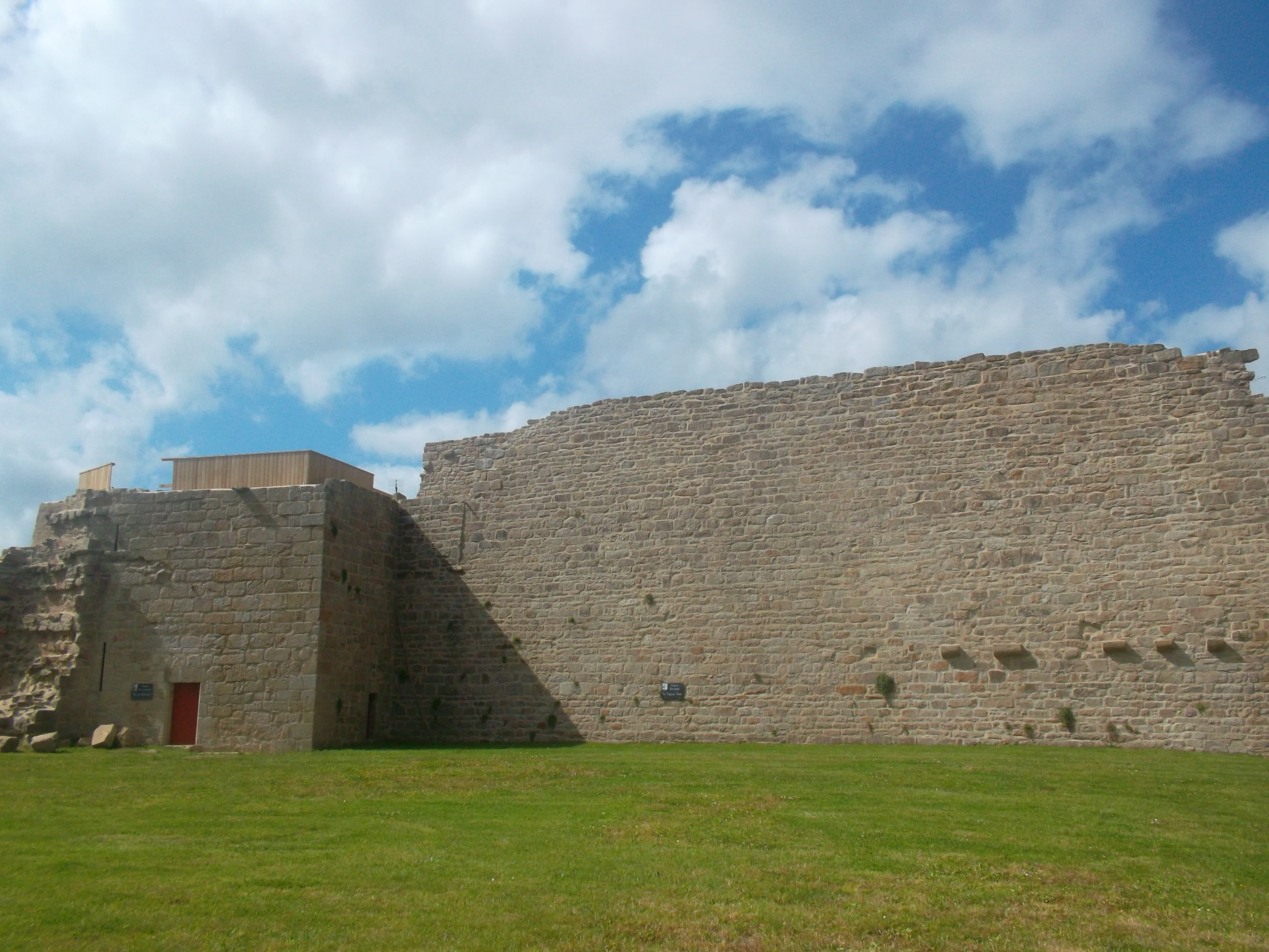 Guemene sur Scorff old chateau de rohan jun13