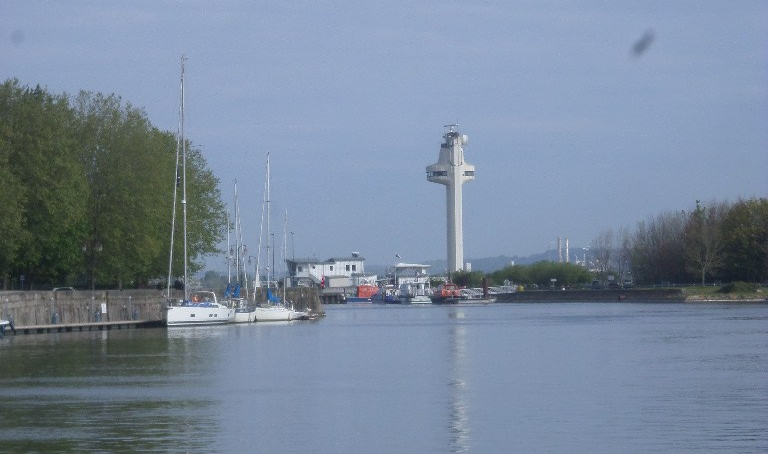 honfleur-nd-du-port-snsm-and-phare-out-to-sea-may19