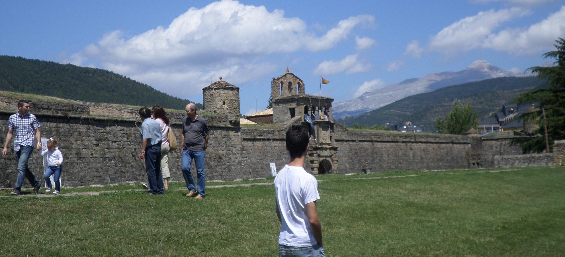 jaca-citadel-paseo-side-camino-aug14