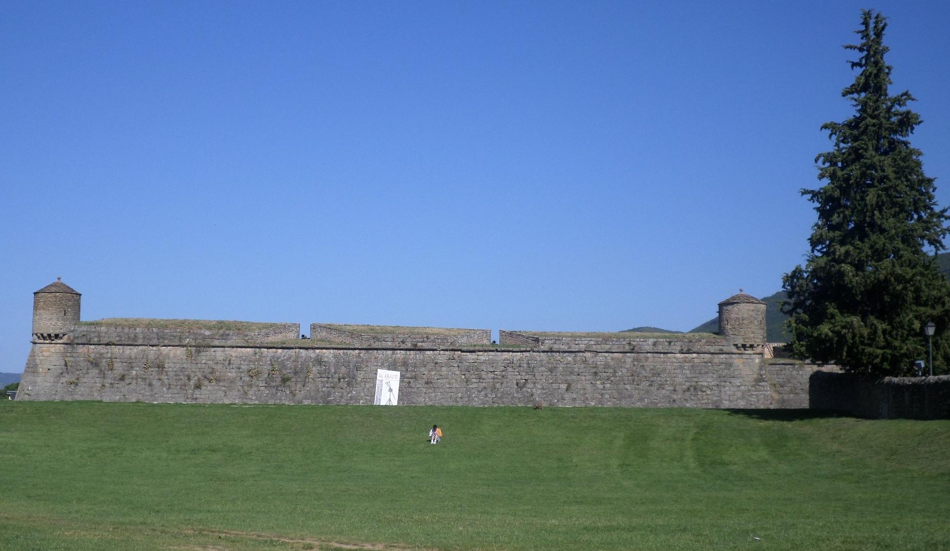 jaca-citadel-side-street-n330-to-cv-aug14