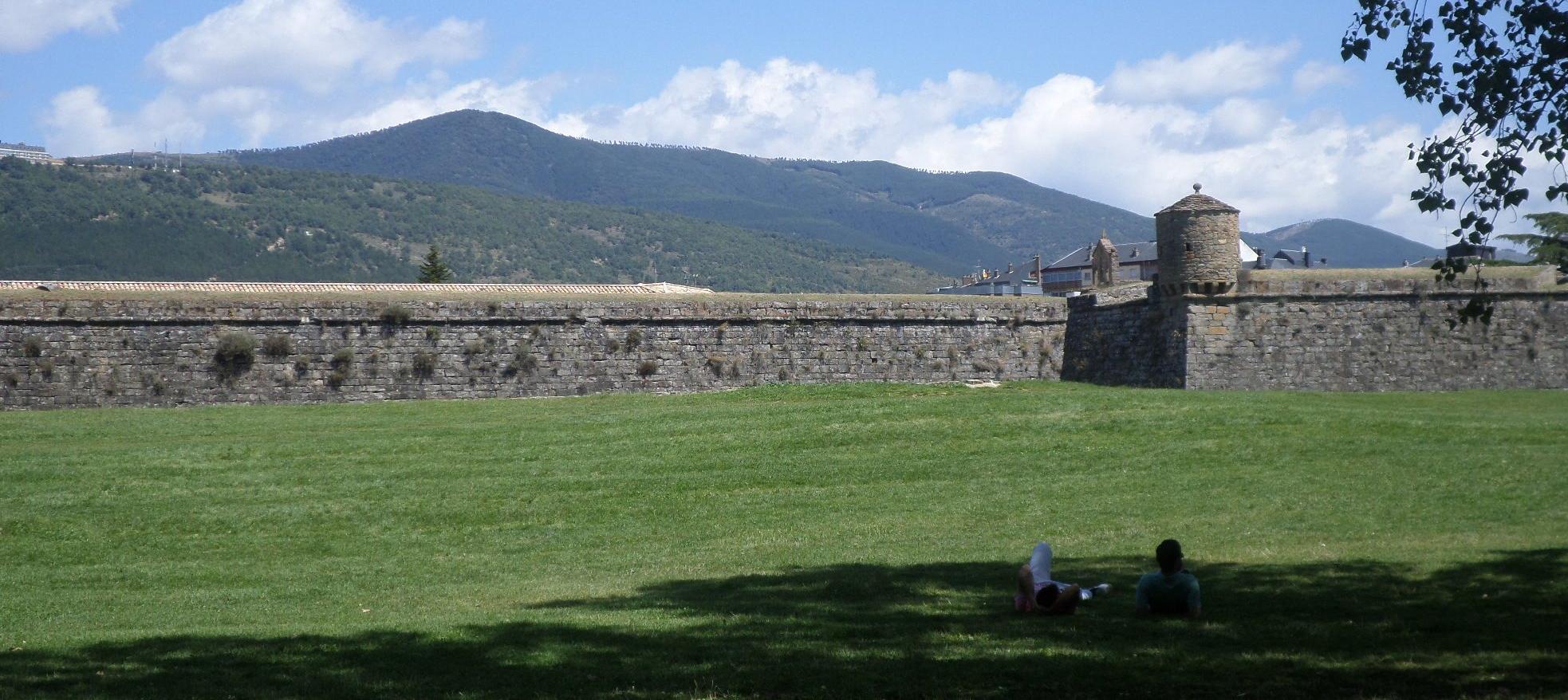 jaca-citadel-view-paseo-side-aug14
