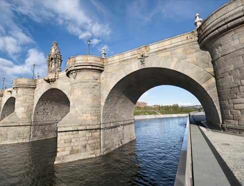 Madrid puente-de-toledo side