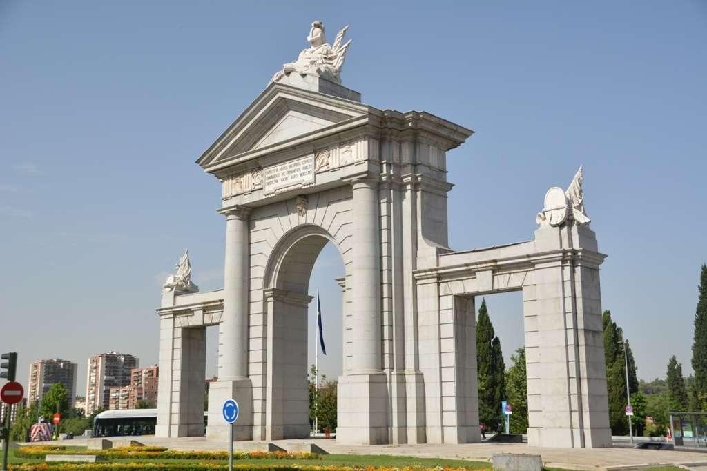 Madrid puerta-de-san-vicente aug19