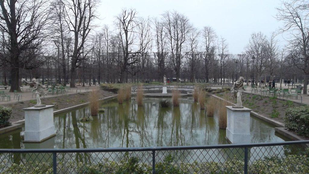 paris-jardin-des-tuilereis-bassin-rond-mar13