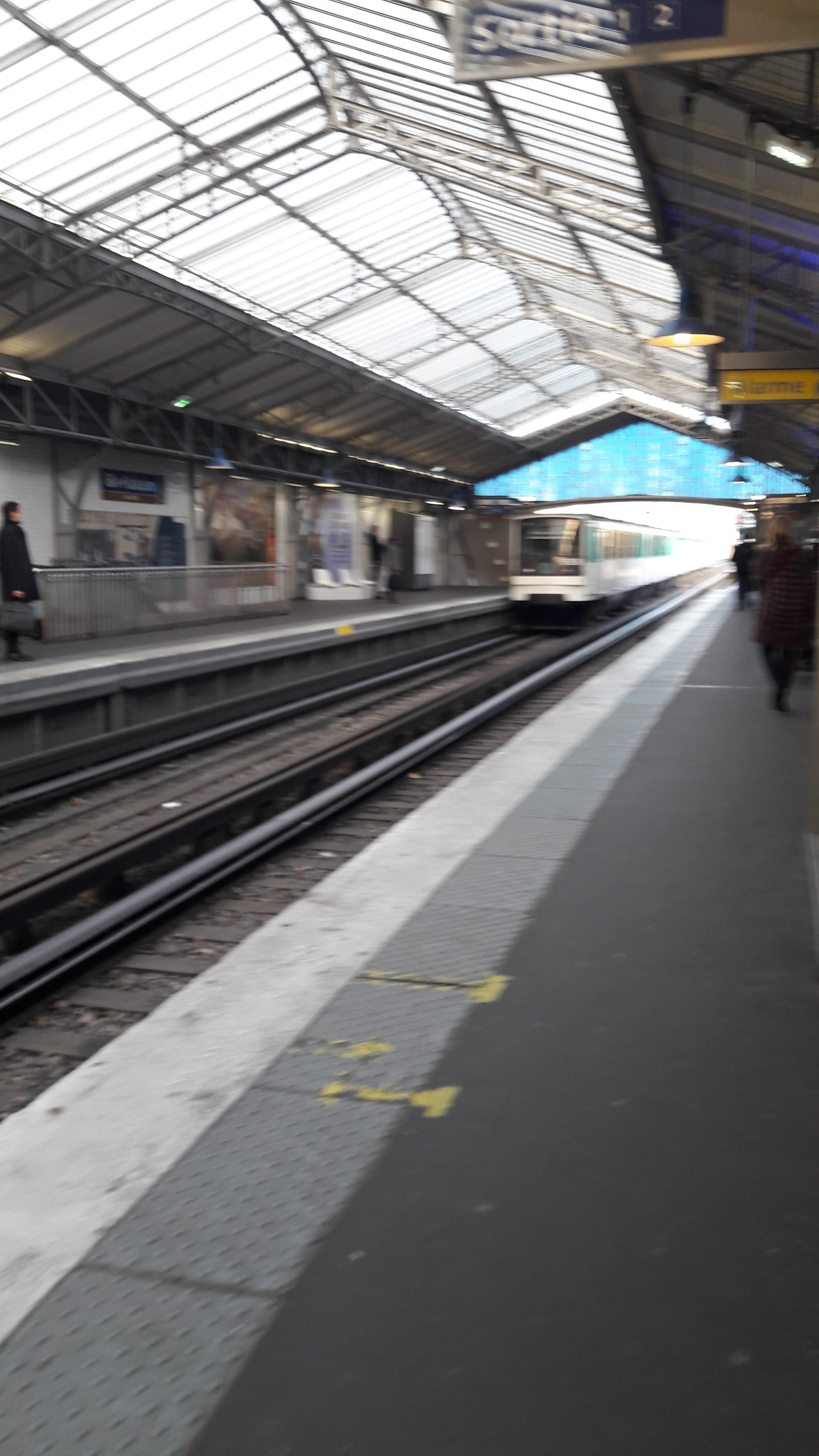 paris-metro-line-6-bir-hakeim-coming-in-nov17