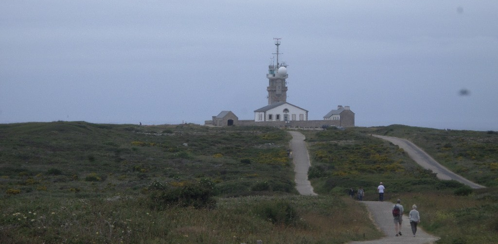 pointe-du-raz-walk-to-p-oint-and-lighthouse-mili-jun17