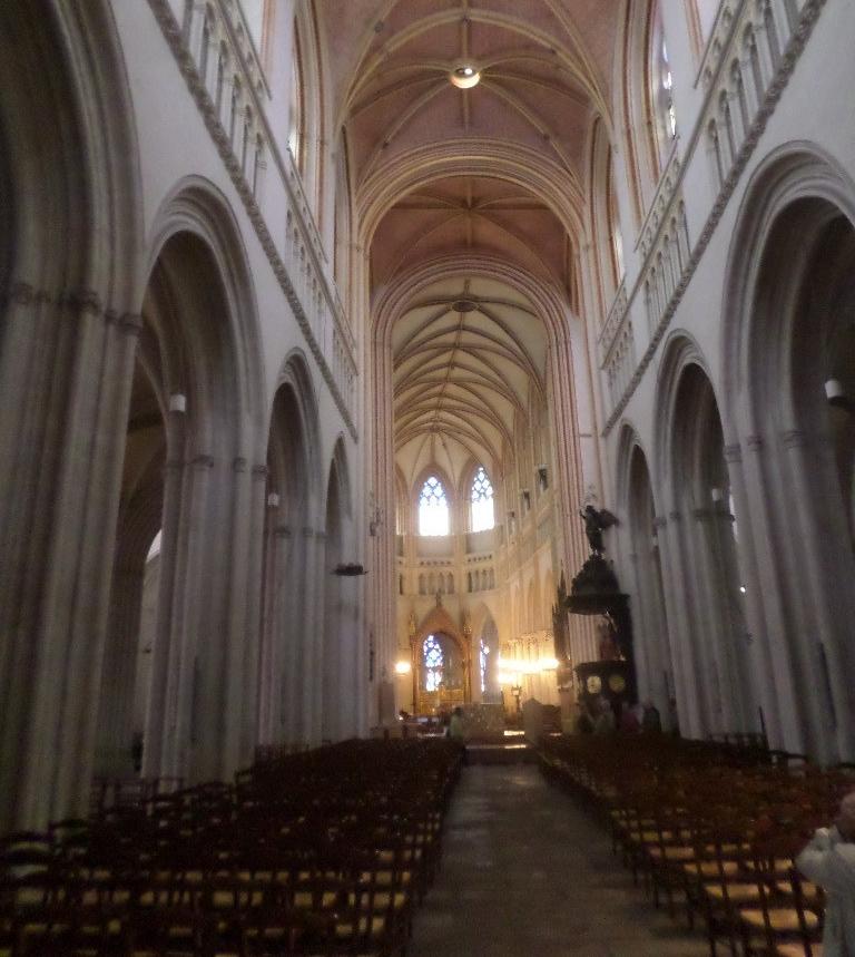 quimper-cat-corentin-nave-to-altar-jun17