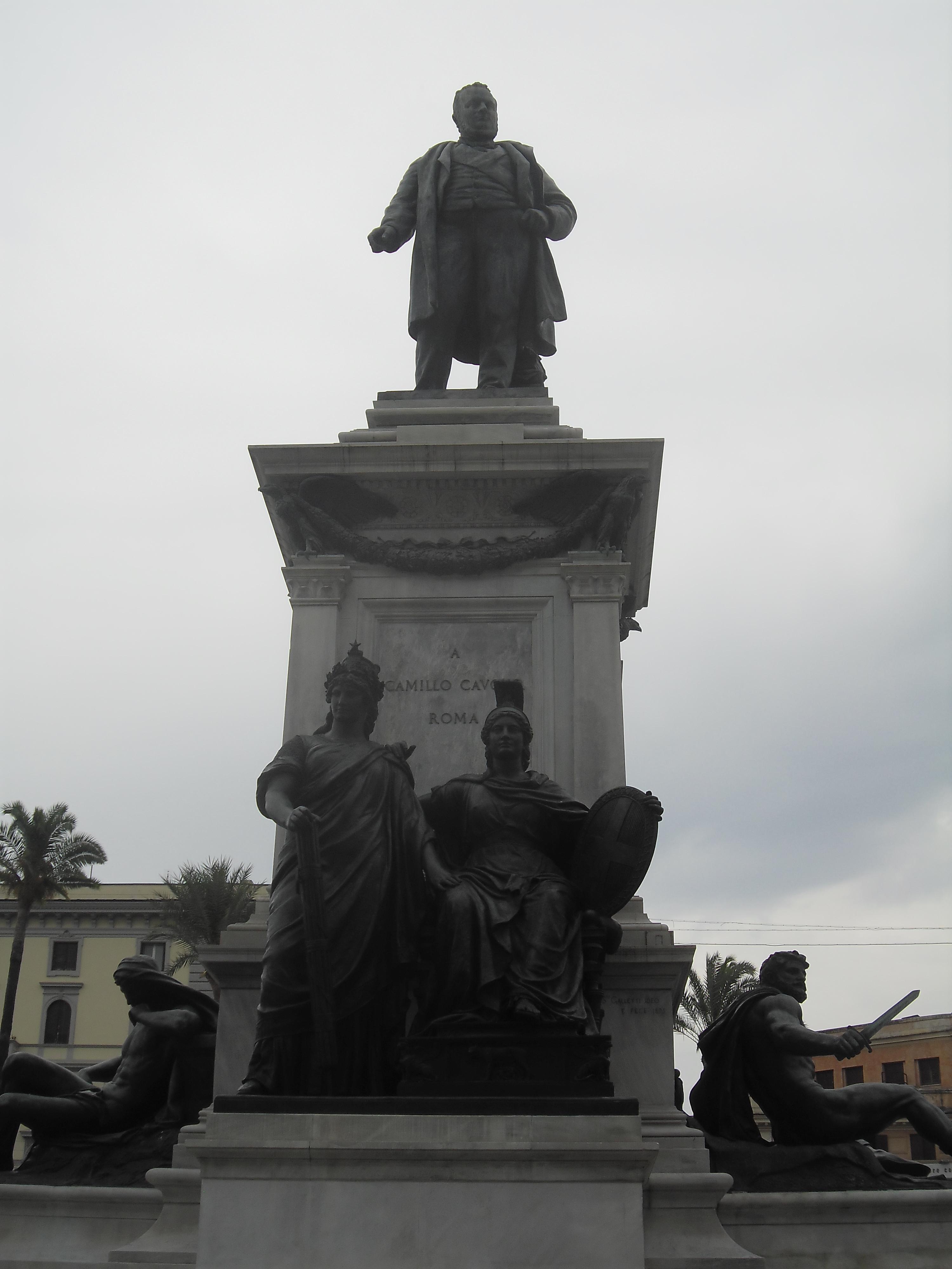 roma-piazza-cavour-statue-cavour-aug13
