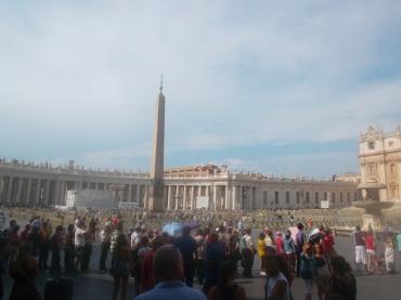 roma-st-peters-across-plaza-obelisk-aug13