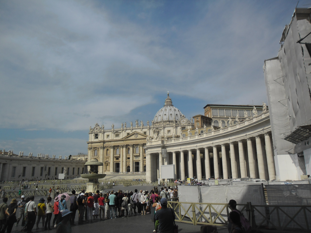 roma-st-peters-sq-side-aug13