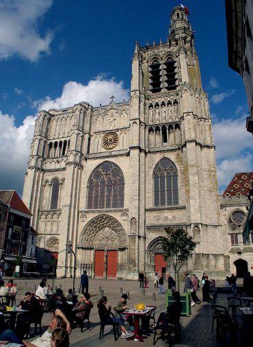 sens-cathedral-at-sens-burgundy-main-square