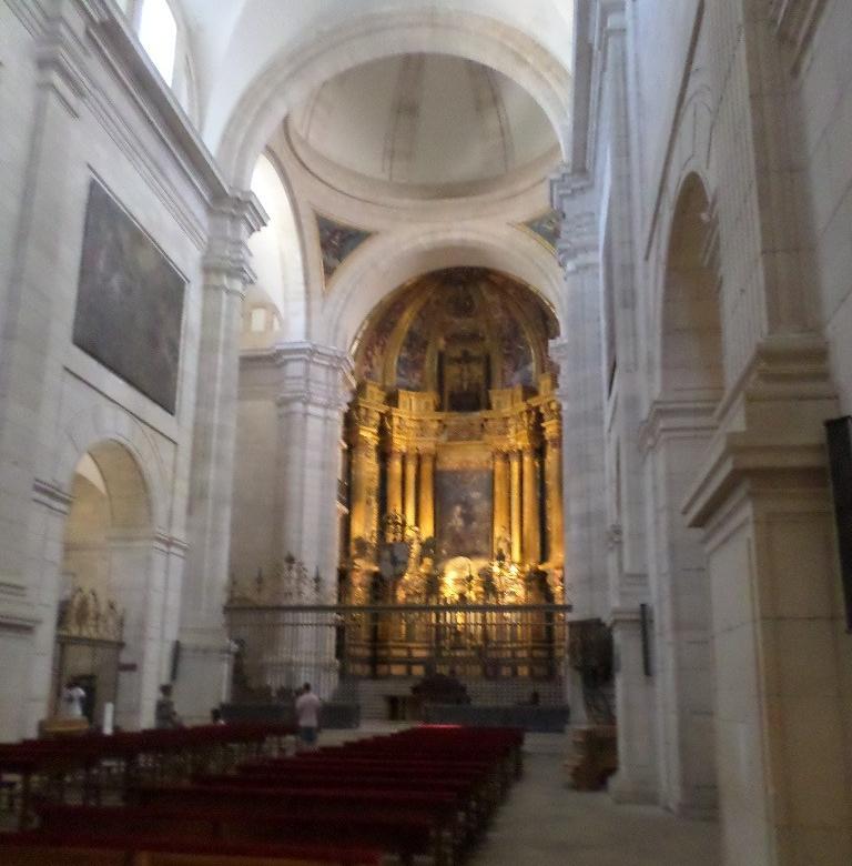 ucles-monastery-church-nave-altar-aug17