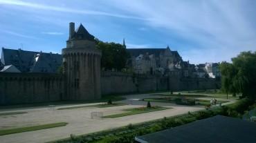 vannes-jardin-garenne-tour-connetable-et-cathedral-st-pierre-aug17