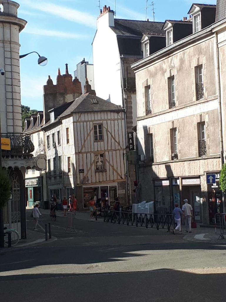 vannes-rue-francis-decker-ramparts-rue-1-jul18