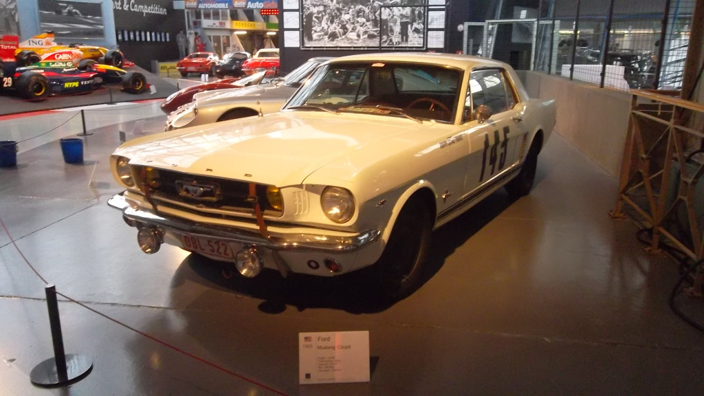 bru-autoworld-ford-mustang-coupe-1965-dec12