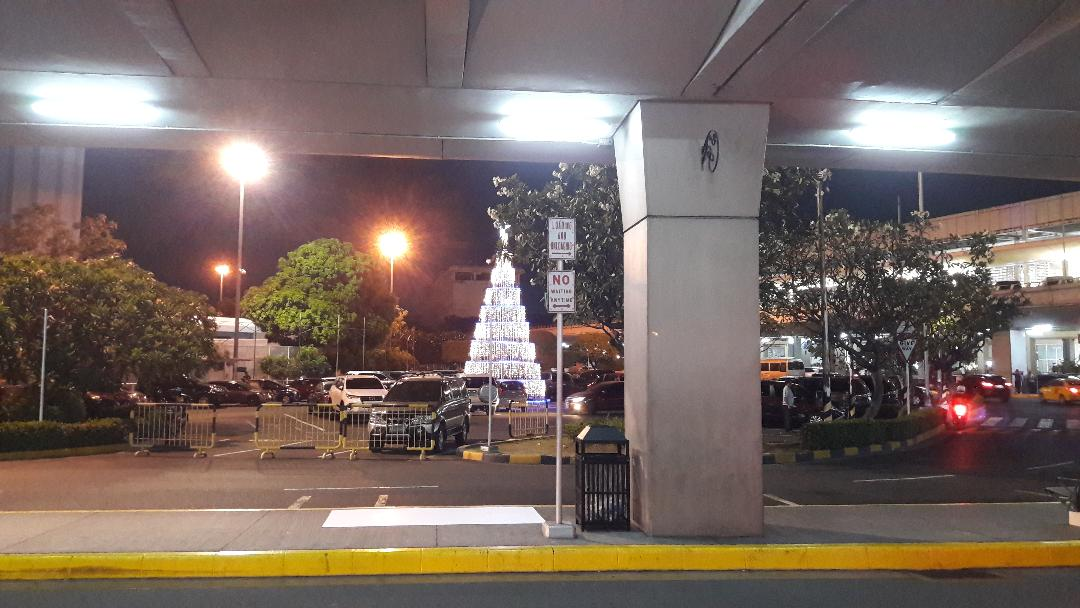 cebu-airport-arriving-from-hk-nov18