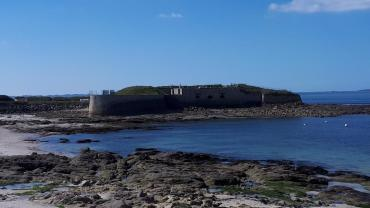 Gavres Fort de porh puns beach mar21