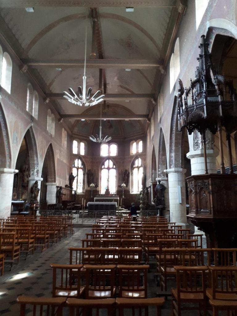 hon-ch-st-leonard-nave-altar-pulpit-aug18
