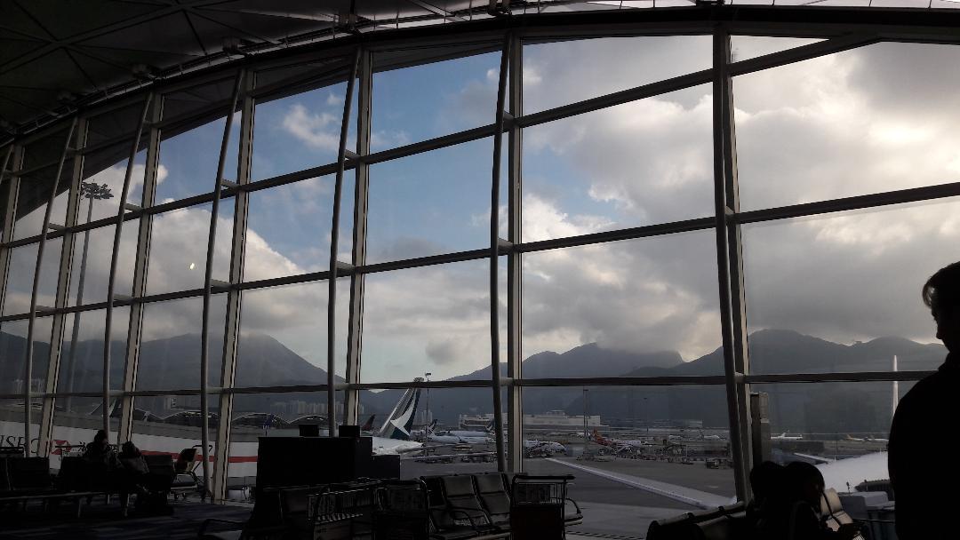 hong-kong-airport-by-gate-48-mountains-nov18