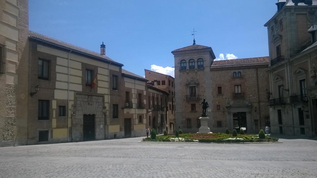 mad-plaza-de-la-villa-and-fountain-may16