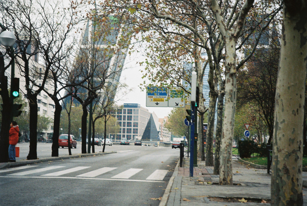 madrid-pl-de-castilla-and-kio-towers-from-castellana-dec08