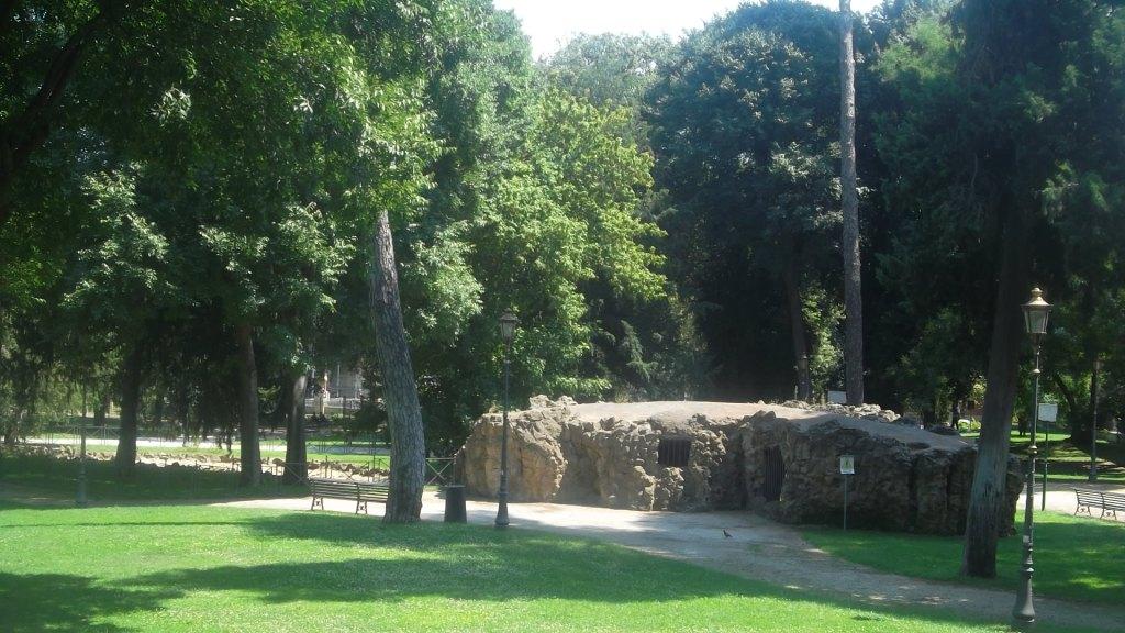 roma-villa-paganini-grotto-back-far-aug13