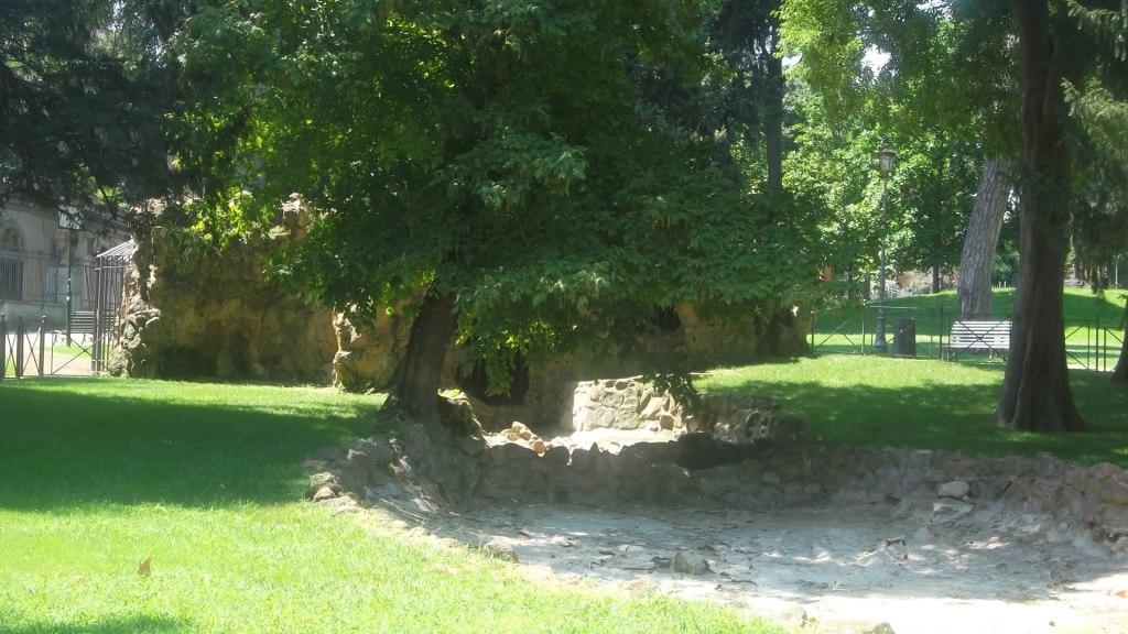 roma-villa-paganini-grotto-cave-side-aug13