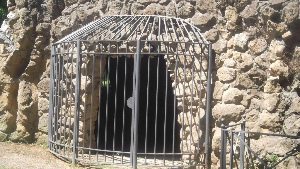 roma-villa-paganini-grotto-front-aug13