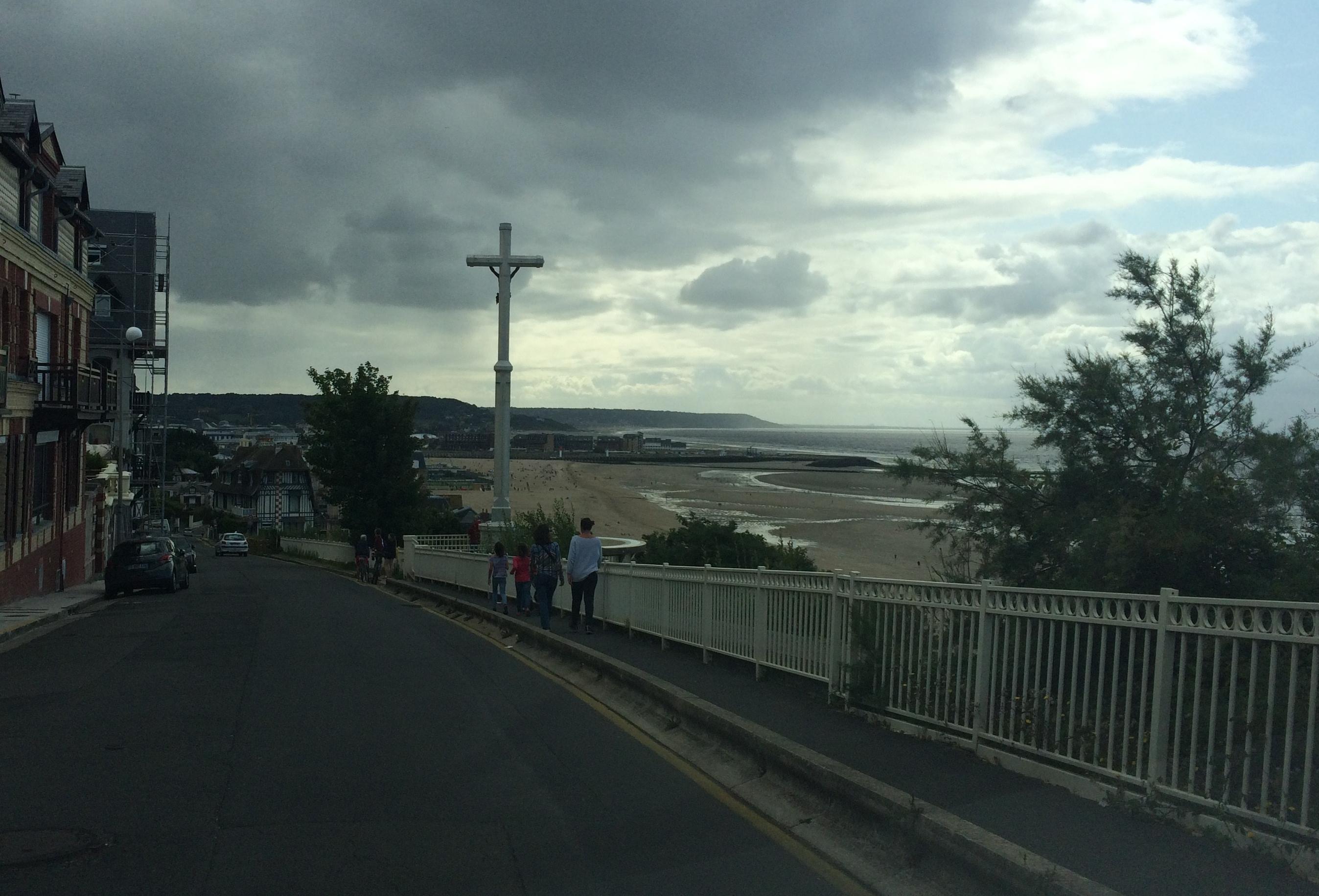 trouville-sur-mer-arriving-d513-beach-aug18