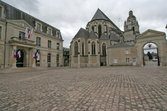 blois-hotel-de-ville-back-cat-st-louis