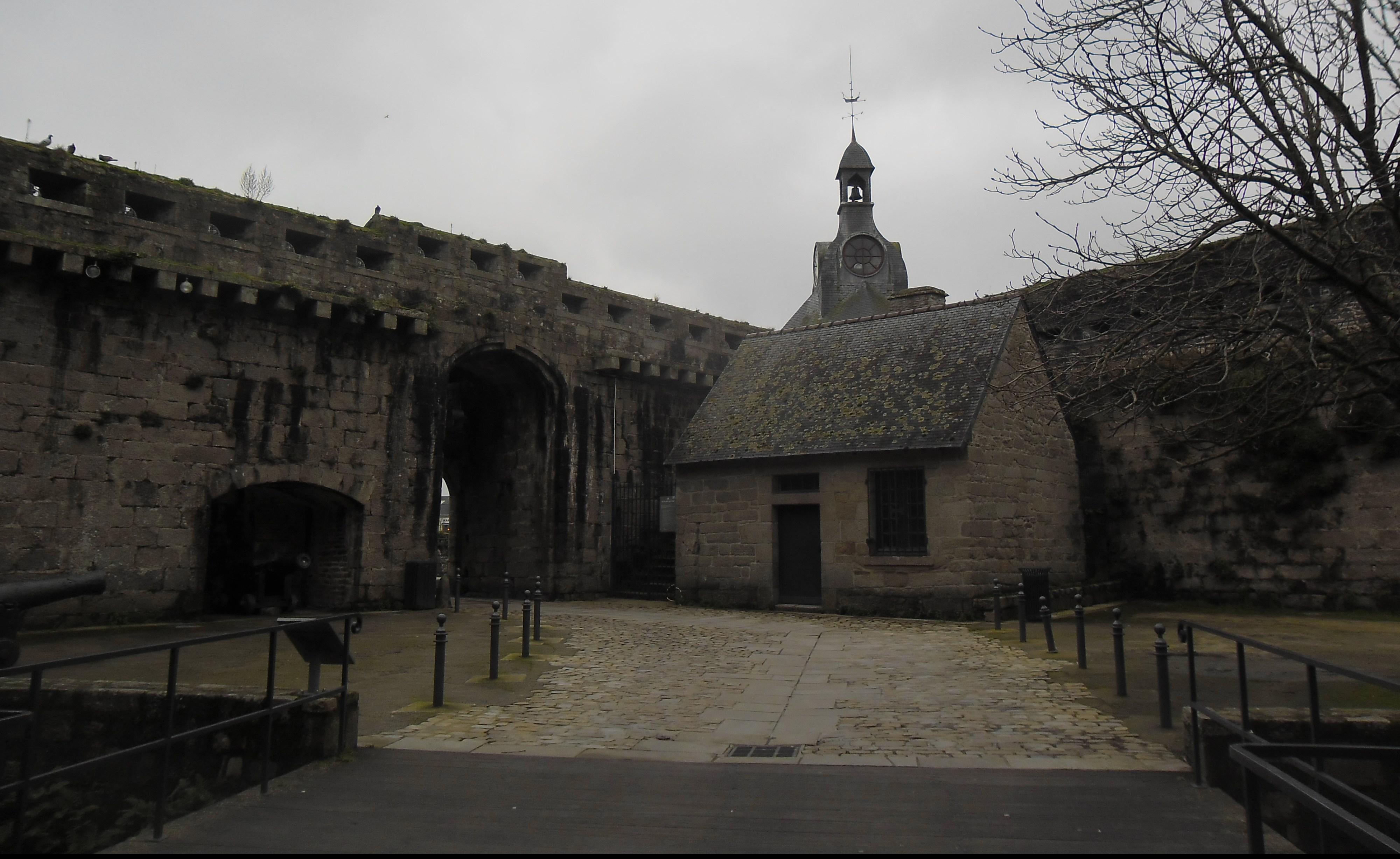 concarneau-ville-close-back-of-clocktower-exit-jan13