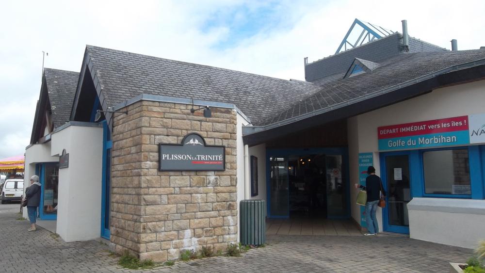 la-trinite-sur-mer-cruise-store-and-ent-fish-market-at-port-jul12
